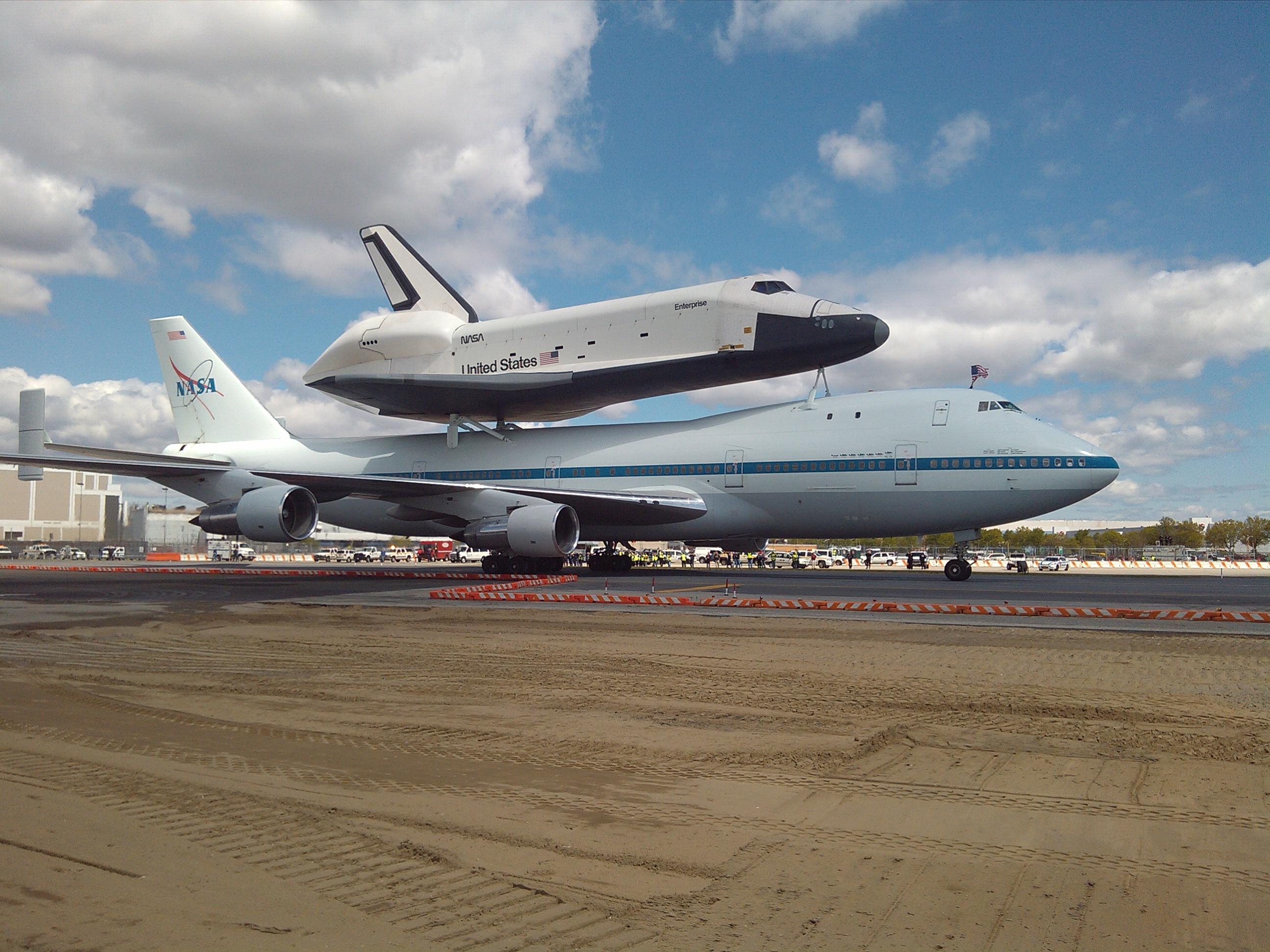 2012-04-27SpaceShuttle1   Axela Services
